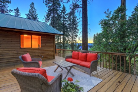 4 Factors to Consider Before Buying a Vacation Home