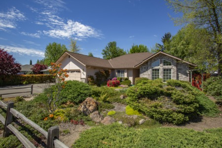 What Do You Get in the Medford, OR Luxury Market?