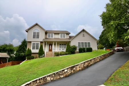 3614 Twin Views Ct, Roanoke, VA 24012