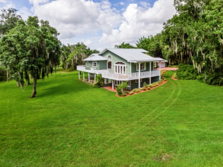 Florida Lakefront Home on Acreage - Lake Walk In Water