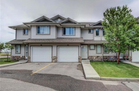 This Citdael Townhouse in NW Calgary is Priced to Sell