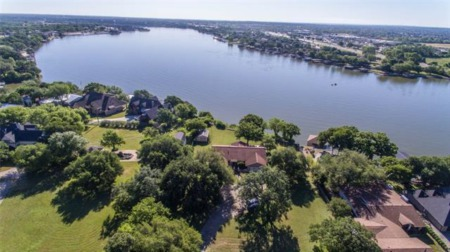 Acreage and 200 Ft of Lakefront Property on Lake Granbury