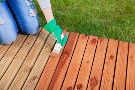 5 TIPS ON HOW TO STAIN YOUR DECK