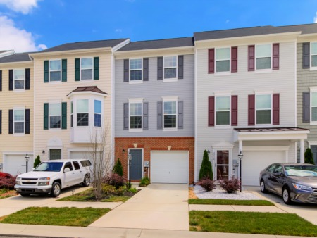 Spacious Balcony, Community Amenities Highlight This Townhome in Plantation Lakes