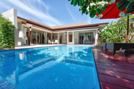 Landscaping Around Your Backyard Pool: Tips for Sellers