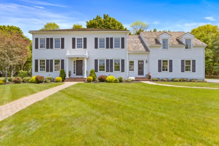 Picture Perfect Colonial in South Hingham