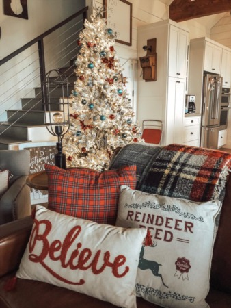Fa La La La Farmhouse! – 5 Easy Tips to a Farmhouse Christmas
