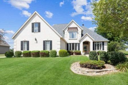 The Bassford Team Sells Sensational QC Homes