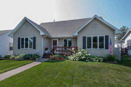 Dazzling Homes for Sale in Davenport, Iowa