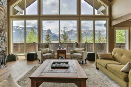 Natural Living in the Mountains: How to minimize your housing ecological footprint