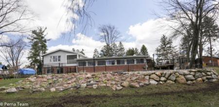 2145 Helmsford, Wolverine Lake Village MI 48390