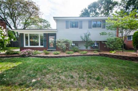 Homes for Sale in Farmington Meadows, Farmington Hills Under $220K