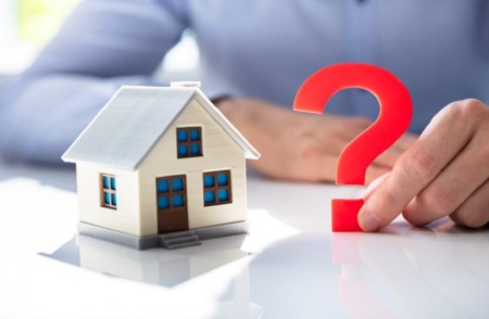 SHOULD I BUY OR SELL MY HOME DURING THE PANDEMIC?