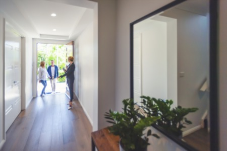 ENJOY A SEAMLESS HOME SELLING EXPERIENCE WITH THESE EXPERT TIPS