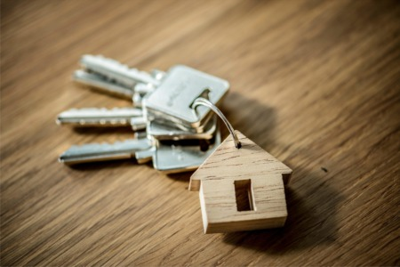 8 ways to buy a house while selling your current one