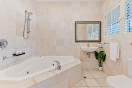 Stylish Ways To Use Ceramic Tile in Modern Interiors
