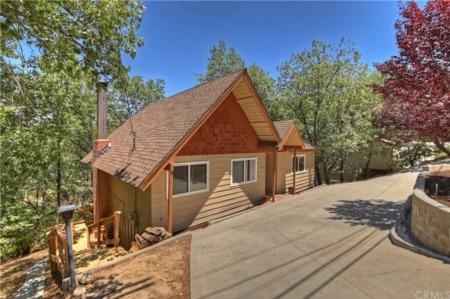 NEW LISTING: 1308 Sequoia Dr. Lake Arrowhead
