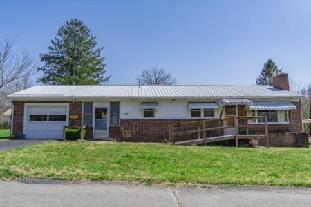 258 Calhoun St, Alderson WV
