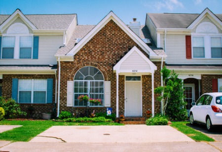 5 No-Fail Tips For Choosing Front Door Colors For Brick Houses