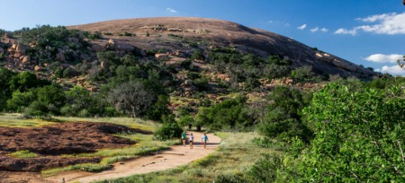 Hutto teen climbs the Enchanted Rock despite physical challenges