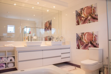 5 Tips for Making a Small Bathroom Appear Larger