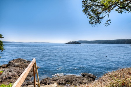 What A Tight Waterfront Housing Market Means for Sellers