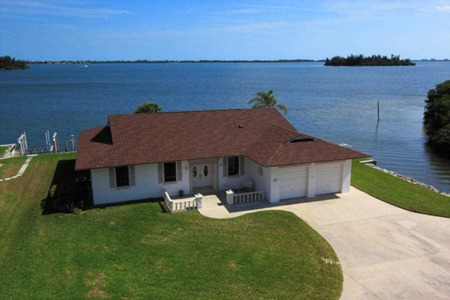 New Listing Alert! 489 12Th Place, Vero Beach, FL 32962
