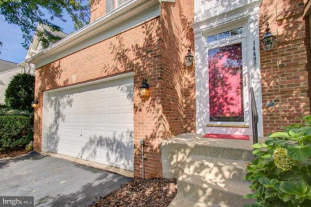 Meticulously maintained and move in ready Single Family Home!