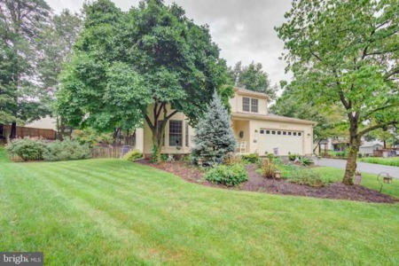 Move in ready, single family home on a private cul-de-sac lot in the sought after Lee Manor community.