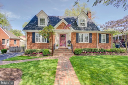 New listing for sale in charming Old Town Manassas