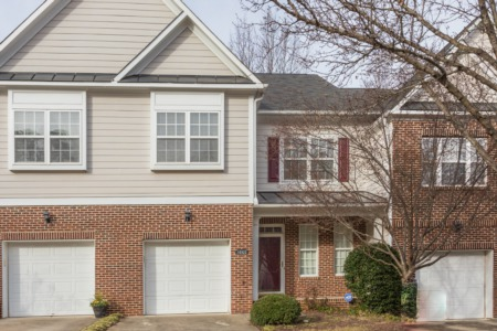 Price Reduction on 3 Bedroom/2.5 Bath Townhome!