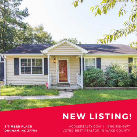 *NEW LISTING* MAIN FLOOR LIVING with this ranch style home.