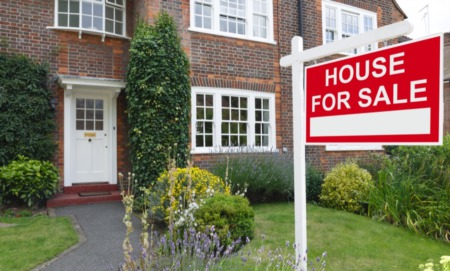 The Dangers of Overpricing and Underpricing a Home for Sale