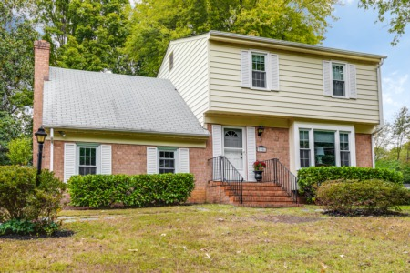 Sweetbriar Park Home - JUST LISTED!