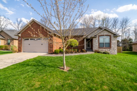 Beautiful Summit Springs Home in Corydon Has it All!