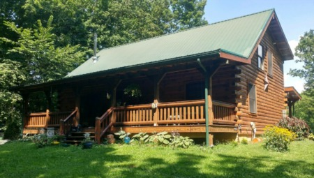 Beautiful Custom Log Home on Over 3 Acres!