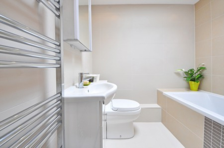 10 Tips to Make Your Bathroom Look Bigger