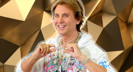 Foodgod Johnathan Cheban & The Ainsworth in New York just launched $1,000 GOLD Chicken Wings!
