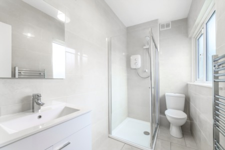 Easy Ways to Make a Small Bathroom Look Just a bit Bigger