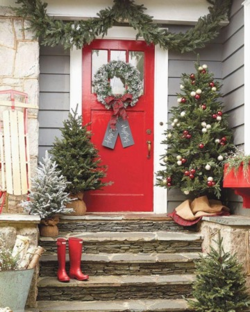 17 Christmas Porch and Front Door Decorating Ideas