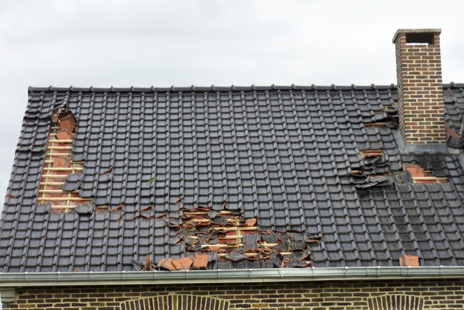 4 Signs of Roof Damage on Your Home