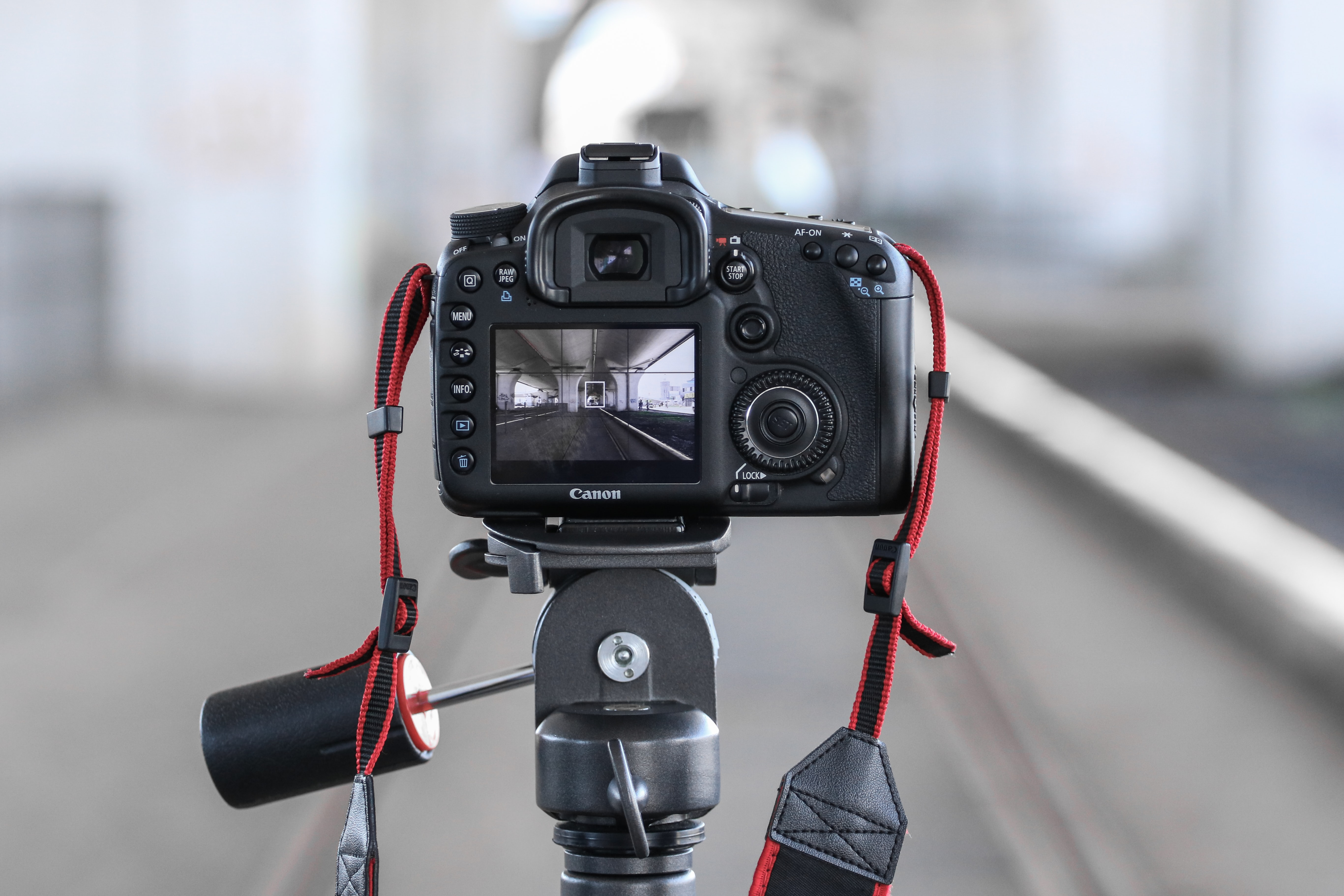 selective focus photo of black DSLR camera on tripod