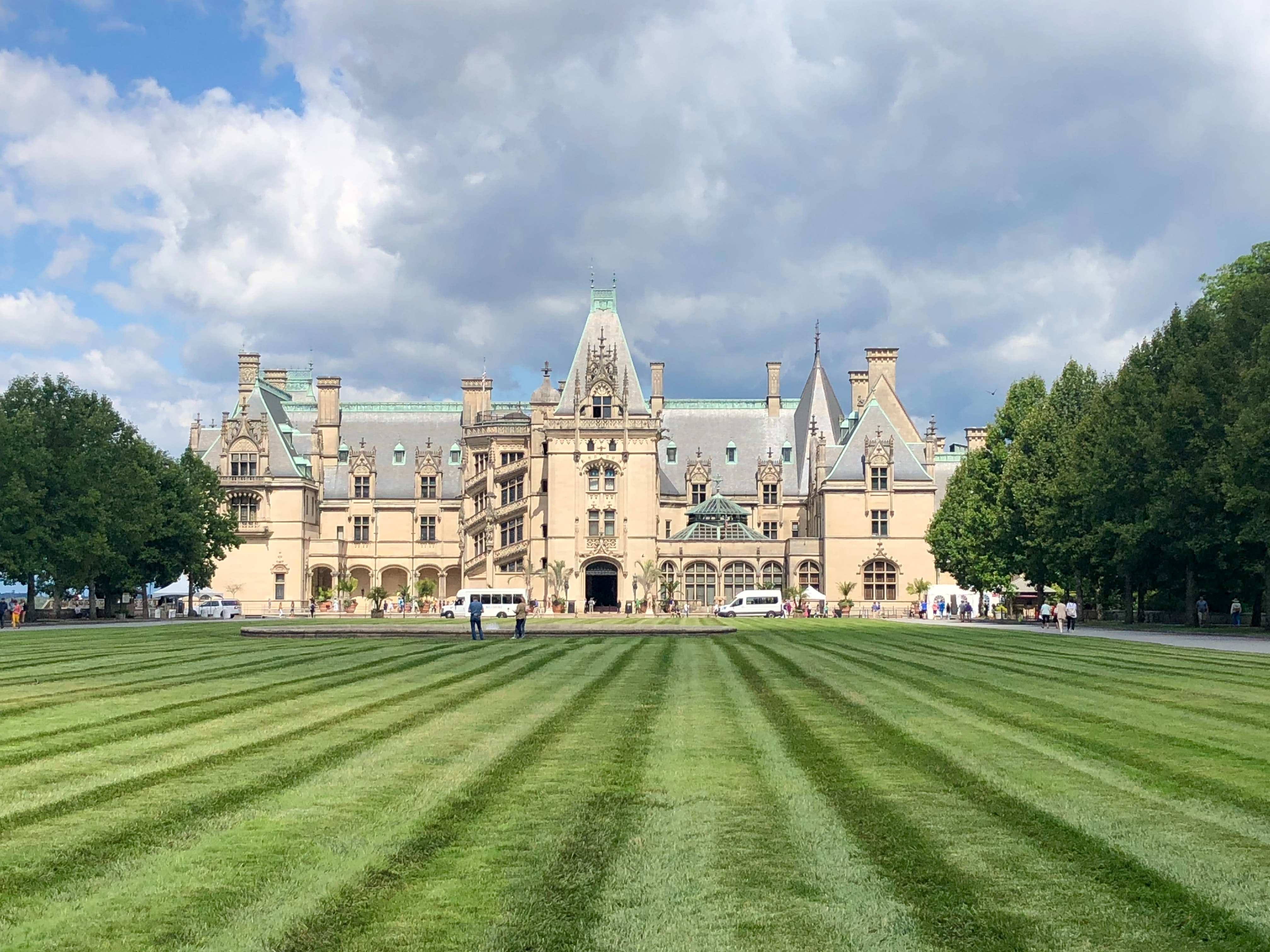 biltmore house under a blue sky