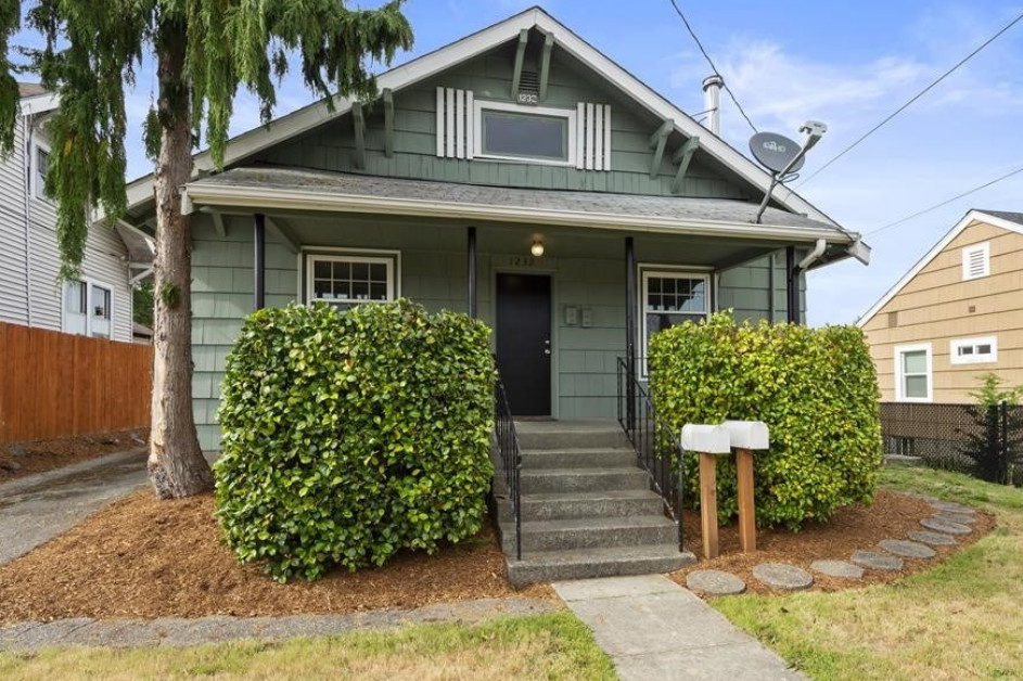 A recently sold historic home in Bremerton, WA