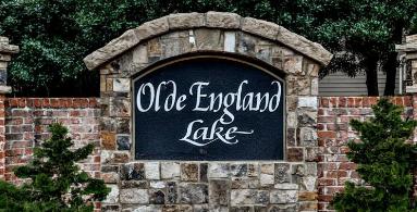 Olde England Lake