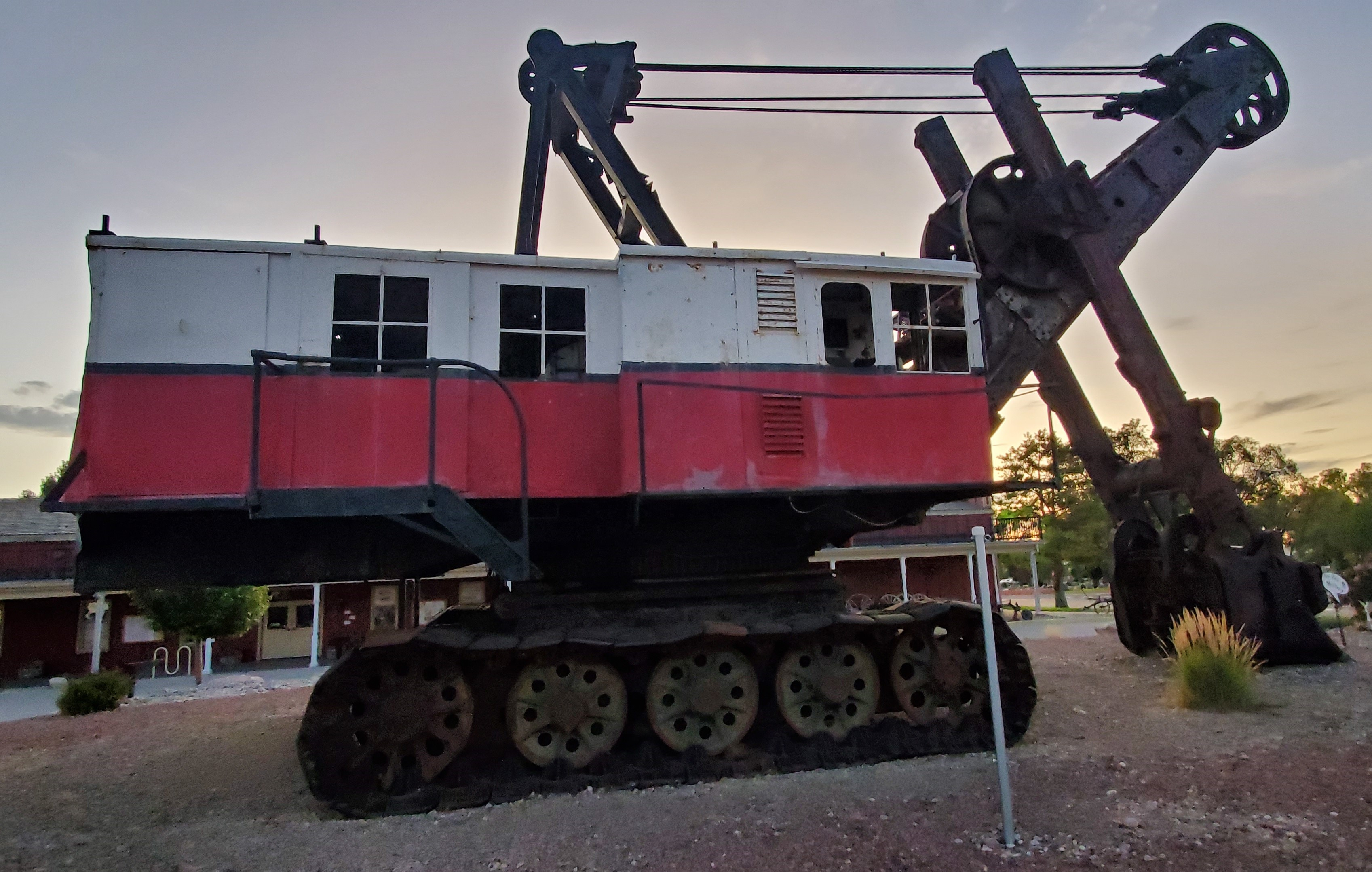 250,000 pound steam shovel