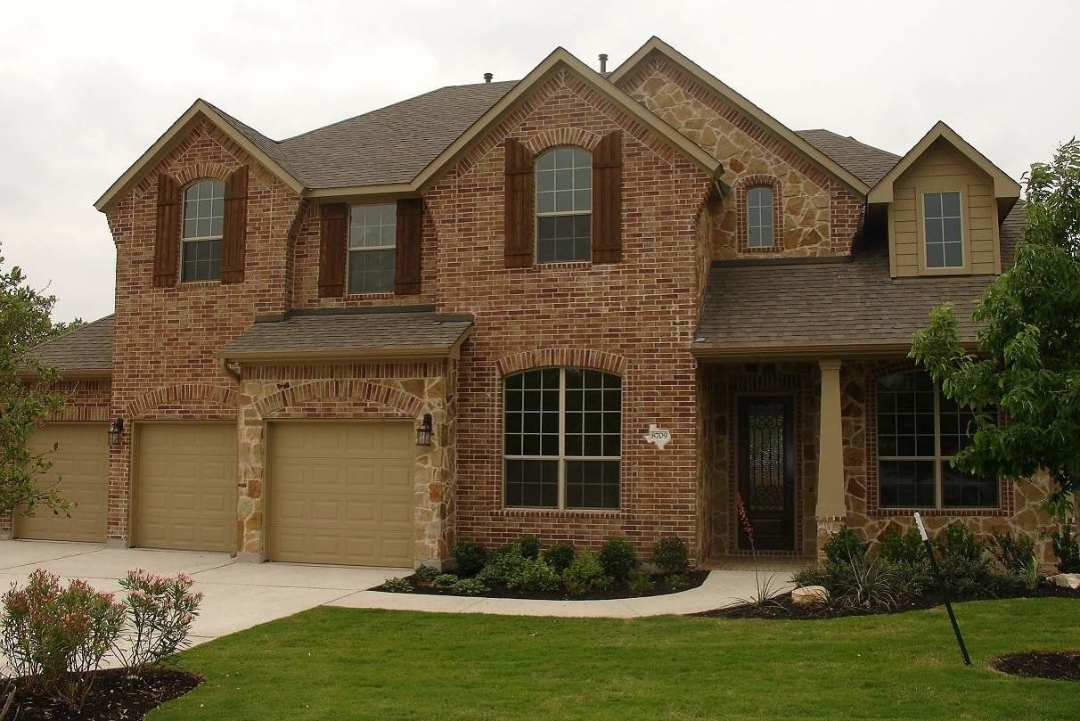 Three car garage home in North Fort Worth, TX
