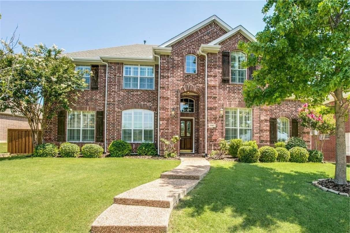 Five bedroom home for sale in Grapevine, TX