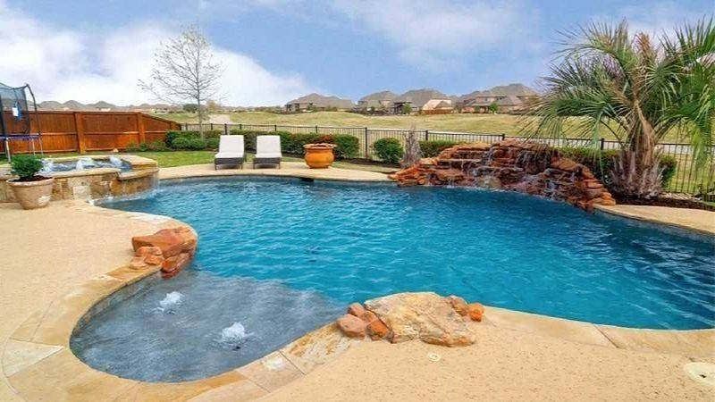 Home for sale with swimming pool in Trophy Club Texas