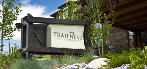 trailhead_lodge_front_sign_small_480_02